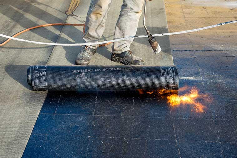 Plaatsing van Bitumen dakbedekking en dakisolatie in Deventer